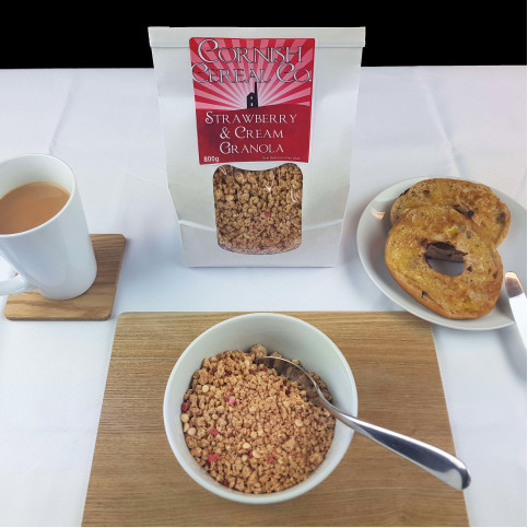 MUESLI & GRANOLA - Strawberries & Cream Granola ~ 800g